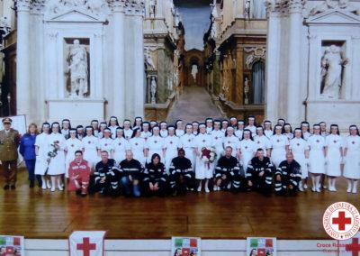 Sorelle al teatro Olimpico nella giornata della Croce Rossa